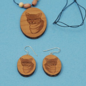 Cat Clip art engraved Cherry-wood necklace and earrings